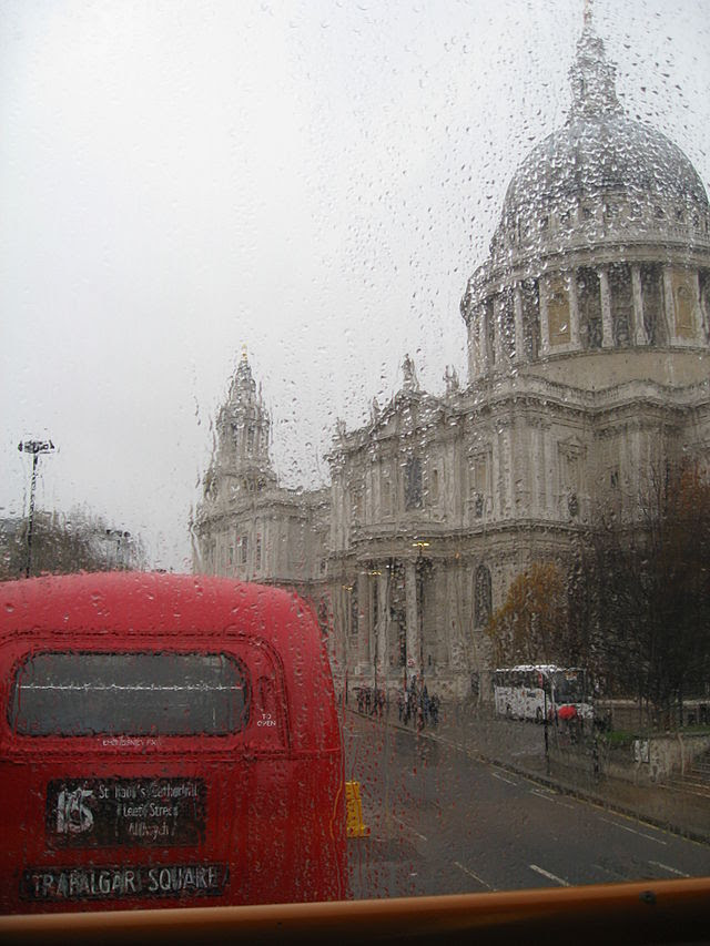 St. Paul's Cathedral & route 15 Heritage Routemaster (1)