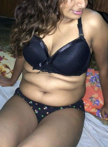 Indian Sexy Bhabhi Expose Bikini Latest Hd Picture