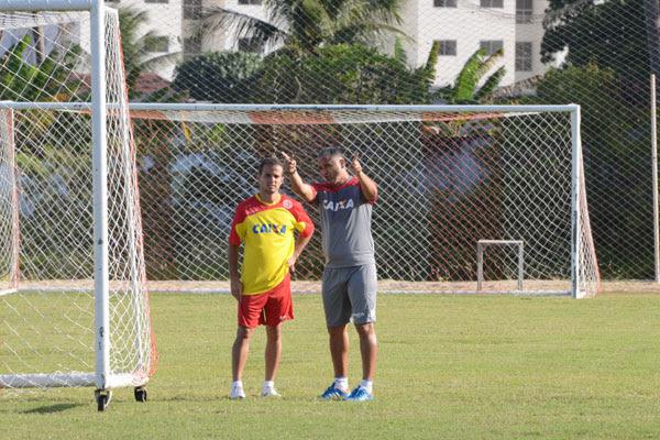 O técnico Oliveira Canindé aponta os caminhos para Morais