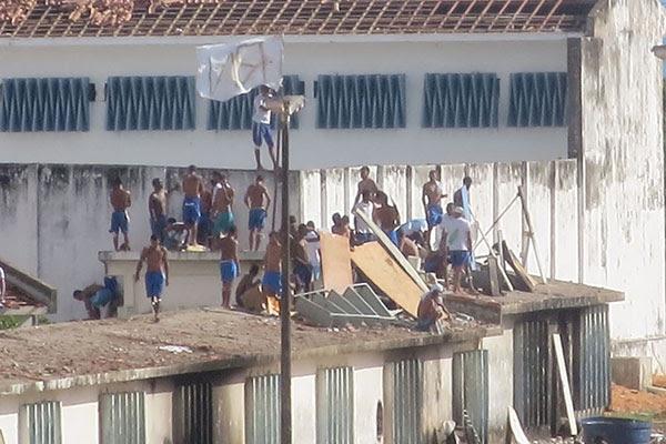 Presídio está sob o controle dos detentos