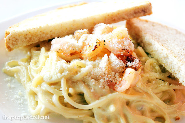 Roasted Garlic and Shrimp Pasta P195