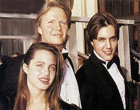 Tempos mais felizes: Jolie Voight com seu pai e irmão James Haven