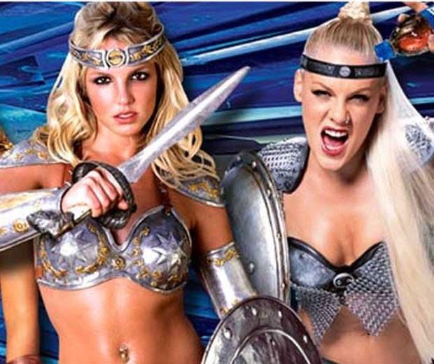 Britney e Pink em comercial para a Pepsi (Foto: REPRODUÇÃO)