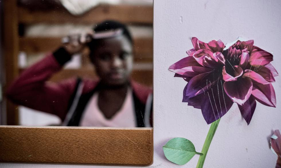 Osarugue, de 16 años, huyó de Benin, Nigeria, para evitar un matrimonio forzado.