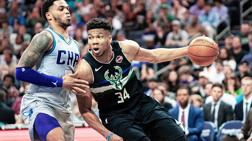 Avatar of Bucks' Giannis Antetokounmpo puts together 40-20-5 game -- in 35 minutes