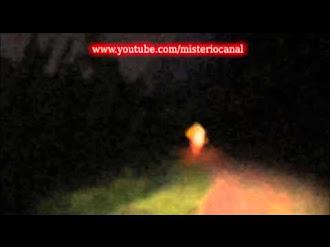 Bruja de fuego en bosque (brujas reales)