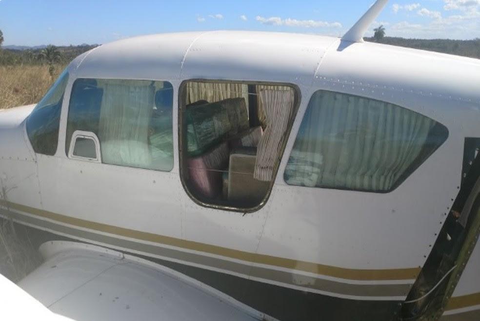 Avião carregado de cocaína interceptado pela FAB (Foto: PMGO/Divulgação)