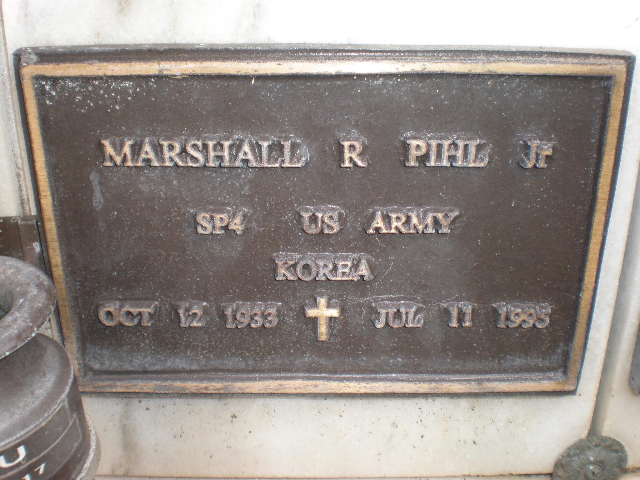 Marshall R. Pihl grave marker