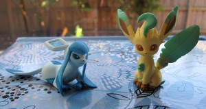leafeon-glaceon-tomy-2012