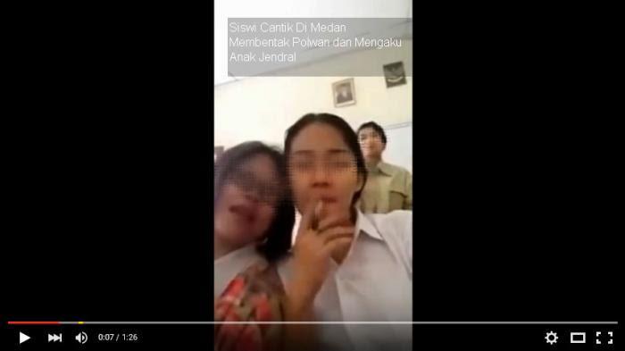 Heboh, Video Siswi Cantik di Kota Bandung Merokok di Kelas Beredar di Media Sosial