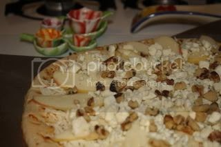 Apple, Gorgonzola, Walnut Pizza