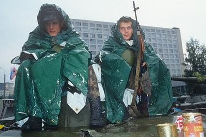 Описан арсенал сторонников Ельцина в дни обороны Белого дома в августе 1991 года