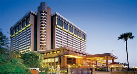Taj Lands End Hotel Mumbai Band Stand, Bandra  TravelADeal