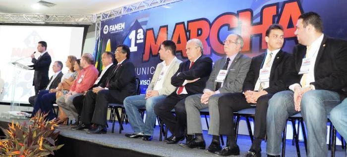 Ao lado de Flávio Dino, e de outros parlamentares, Hildo Rocha foi um dos convidados da I Marcha Maunicipalista