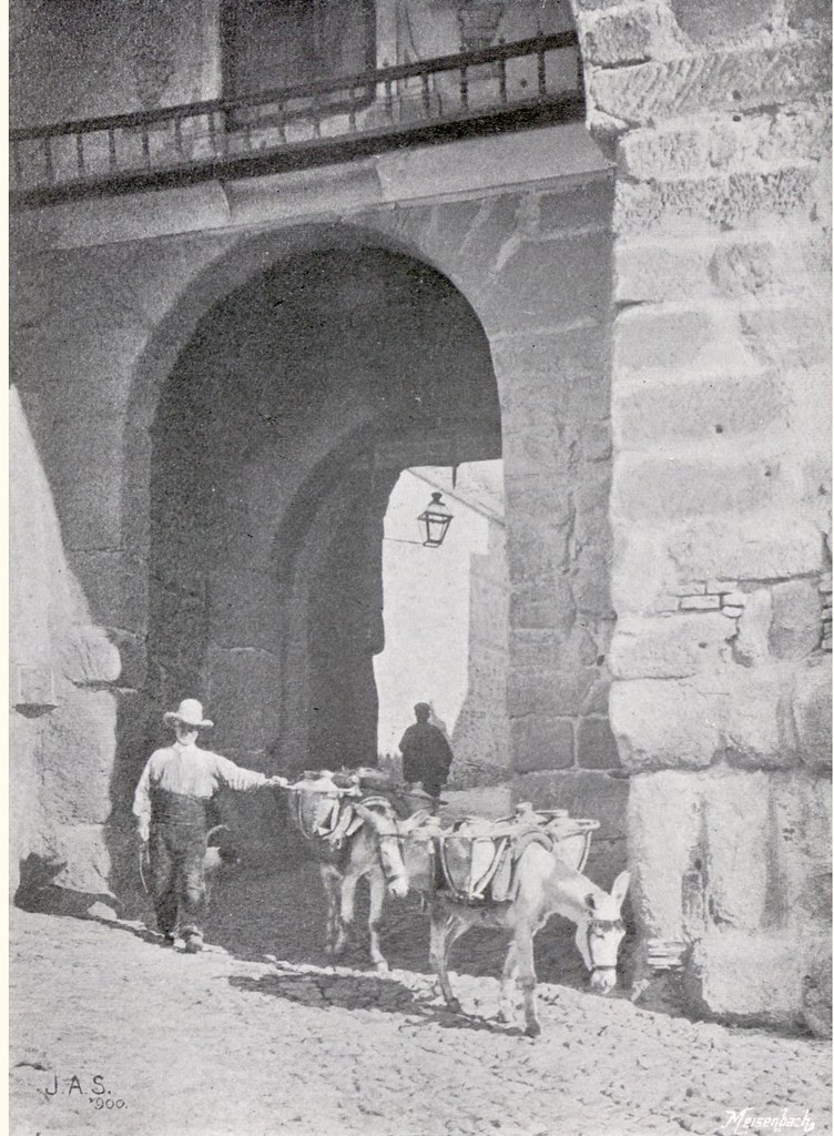 """Water Carriers"" (Aguadores) en la Puerta de Valmardón. Foto de James A. Sinclair hacia 1900. Expuesta en la 1900 Forty-fifth Annual Exhibition of the Royal Photographic Society"