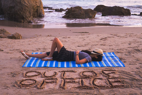 Boss Detox: How to Unplug From Work on Vacation (With ...
