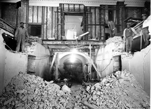 Interior da Casa Branca compeltamente destruído durante a reforma (Foto: National Archives and Records Administration/Flickr)