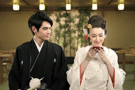 7 Fascinating Wedding Traditions Around the World!   The