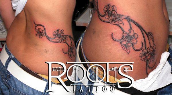 Tatuaje Enredadera Con Flores En La Cintura Y Pubis Roots Tattoo