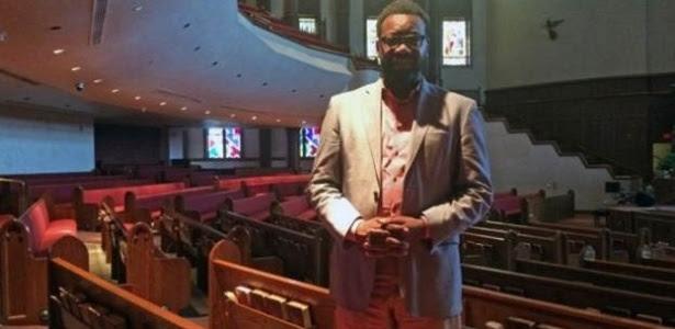 Pastor distribui cartilha elaborada por ativista e escritor negro, para evitar novos casos como o de Michael Brown