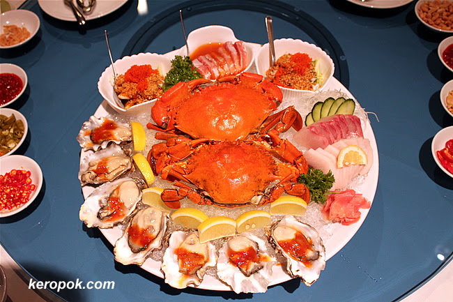 Cold Crab, Kanpachi Sashimi, Mekajika Sashimi, Thai Style Crab Meat Salad, Fresh Oyster with Chilli Sauce, Mexican Ceviche