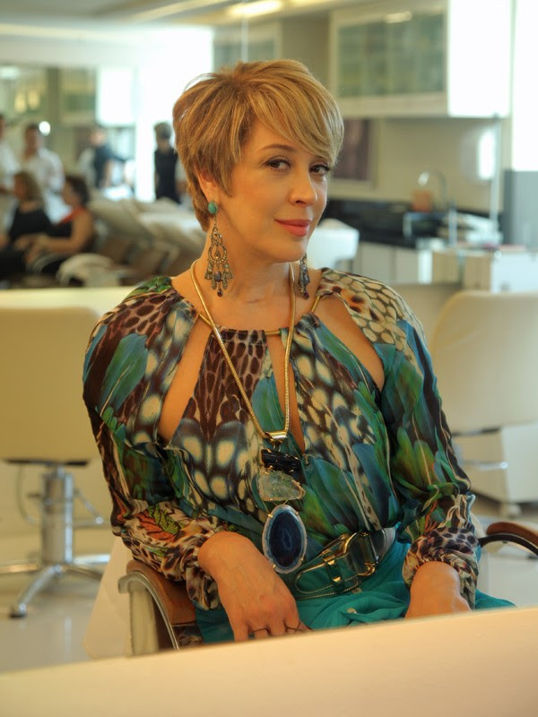 Claudia Raia exibe novo corte de cabelo para personagem (Foto: Artur Meninea/Gshow)
