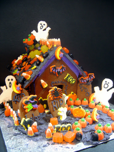 Haunted_gingerbread_2