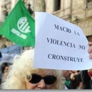 Multitudinaria marcha de repudio a la represión policial en el Borda