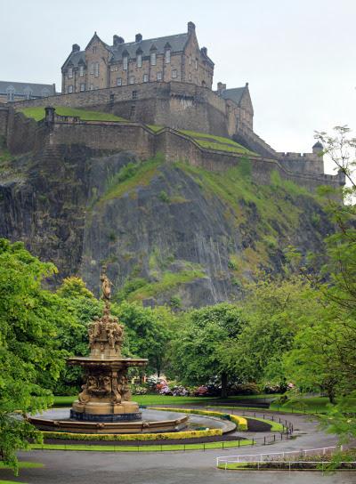 Edinburgh Castle (by Jeffrey B.)