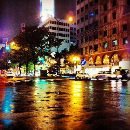 Rained a little in Sapporo yesterday. I like seeing the colorful lights reflected upon the wet surface of the road.
