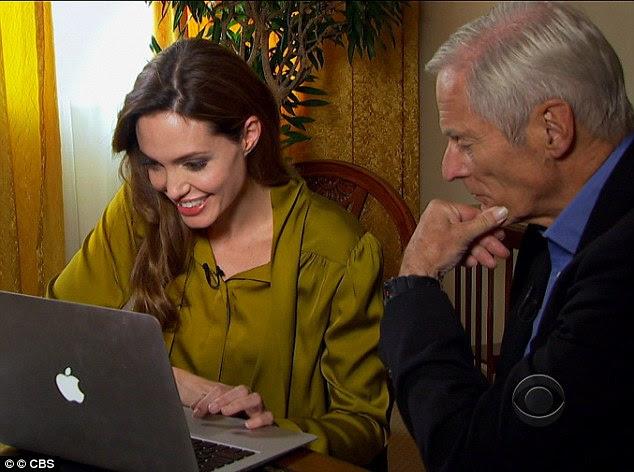Lembranças fortes: Angelina mostrou 60 Minutes repórter Bob Simon seu fundo de tela era um retrato de sua amada mãe