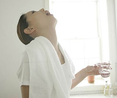 how to clean up mucus in throat