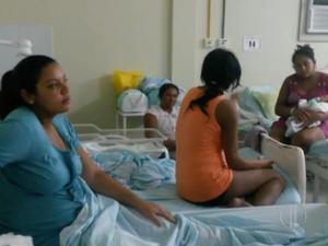 Pacientes denunciam falta de estrutura na maternidade das Quintas, em Natal (Foto: Reprodução/Inter TV Cabugi)