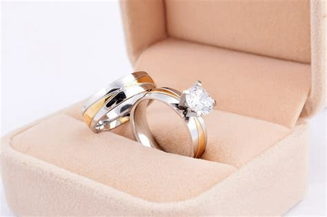 Where Do You Wear a Promise Ring From Your Boyfriend