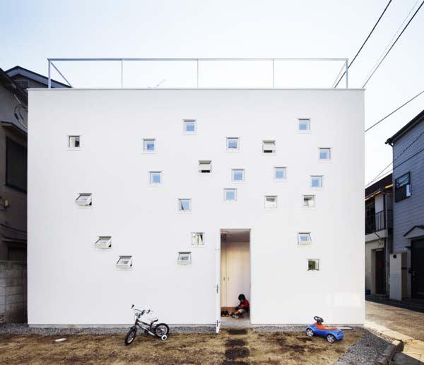 perierga.gr - Το παράξενο σπίτι με τα 100 παραθυράκια!