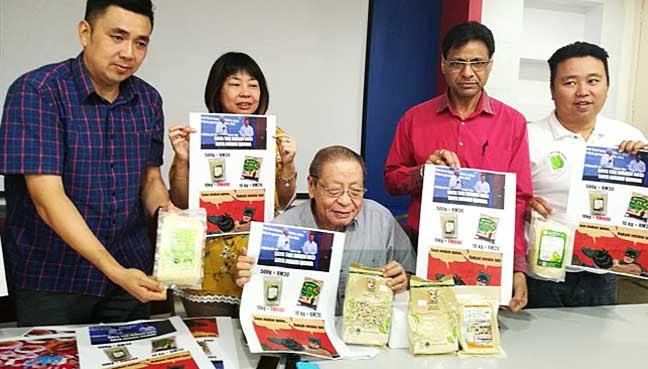 Image result for Gambar najib makan beras mahal