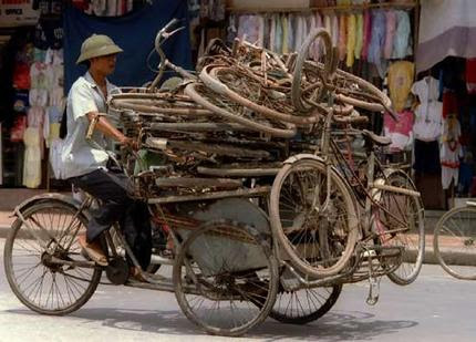 http://hanoi.travel/wiki/images/7/7e/Cyclo_carrying_used_bicycles.jpg