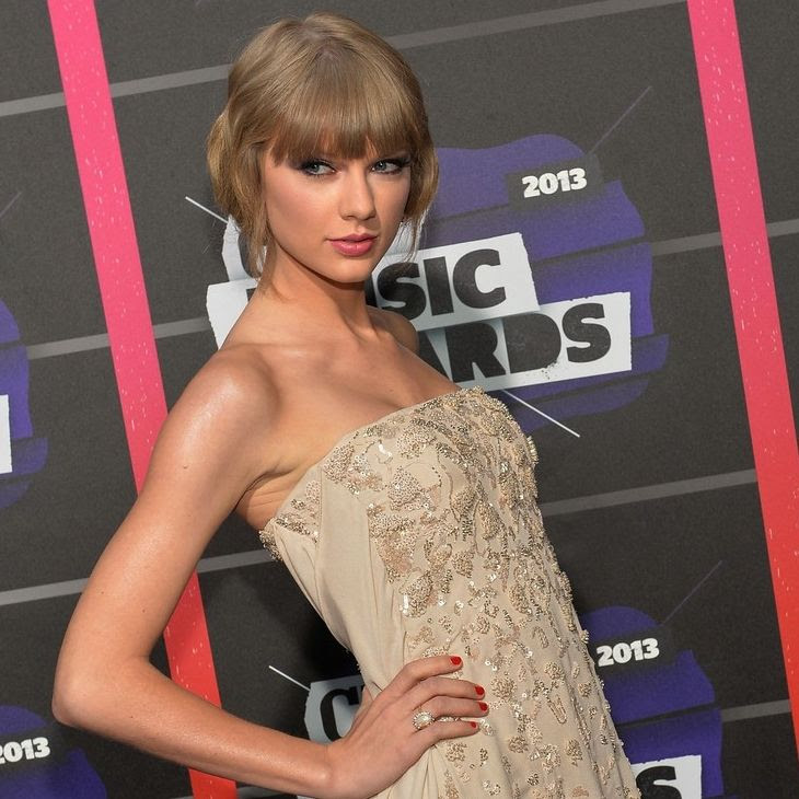 2013 CMT Music Awards - June 5, 2013 photo taylor-swift-cmt-music-awards-2013-red-carpet-02.jpg