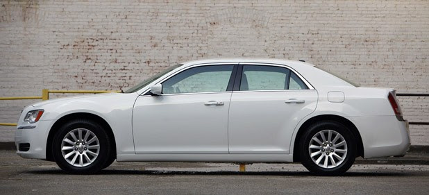 2011 Chrysler 300 side view