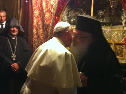 από την επίσκεψη του πάπα την προηγούμενη της πυρκαγιάς