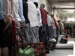 Documentário mostra cenas inéditas gravadas dentro do presídio pelos presos (Foto: Reprodução)