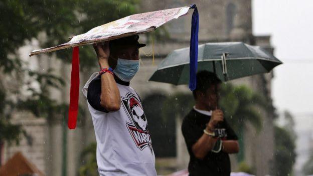 Rain falls in Manila. 16 Oct 2015