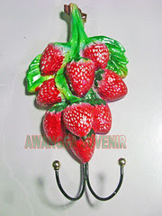 souvenir gypsum ganci strawberry besar