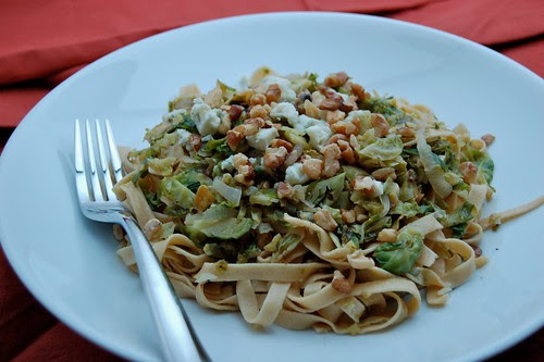 Pasta with brussels sprouts, walnuts and blue cheese