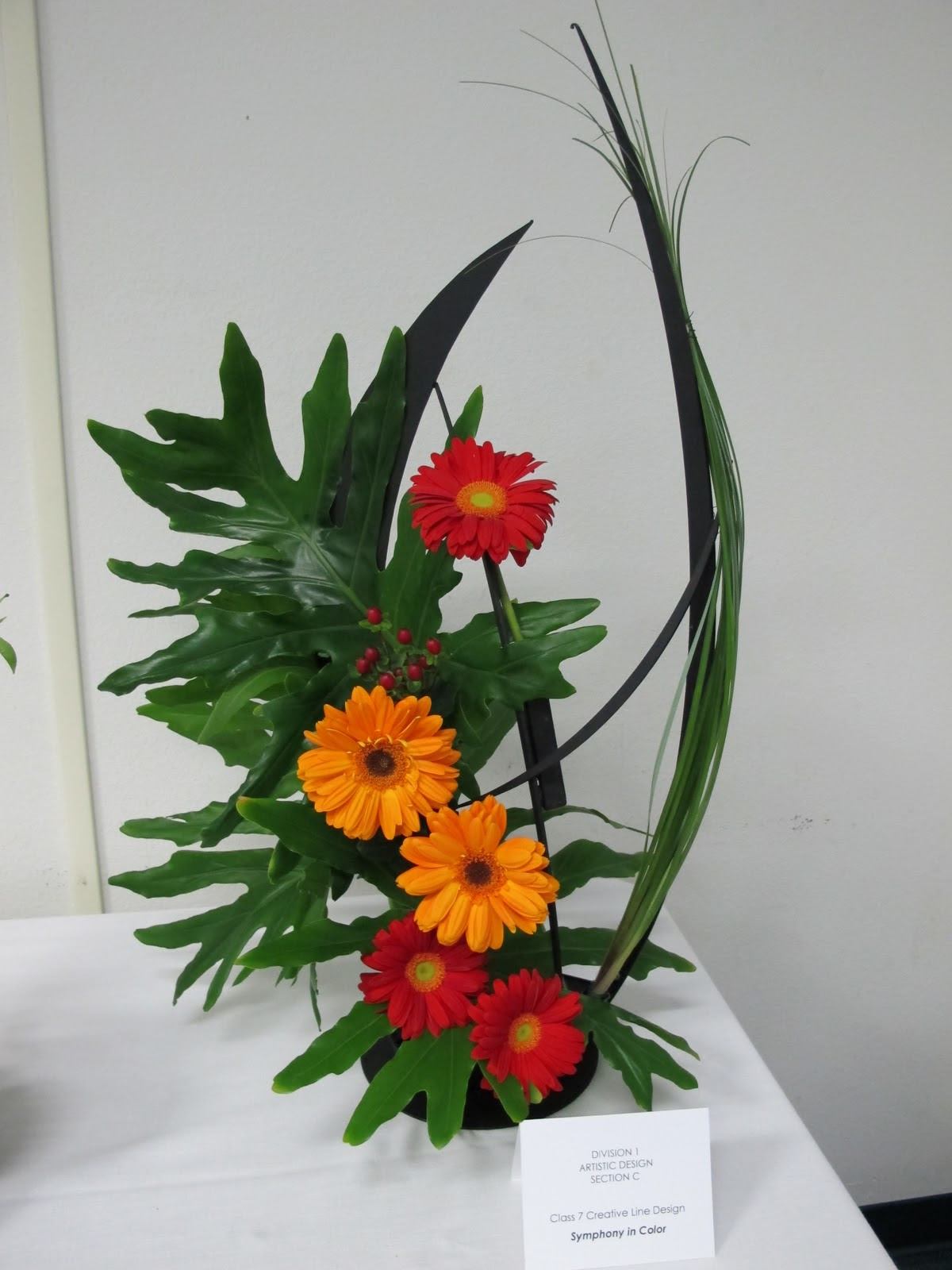 14 Creative Floral Designs Images Creative Flower Arrangement Line Design Creative Flower Show Designs And Floral Arrangements With Sunflowers Newdesignfile Com