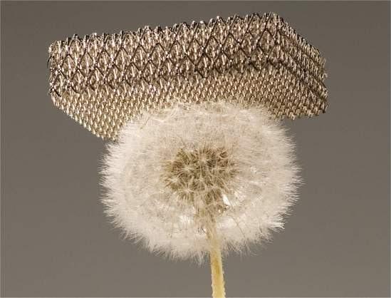 Material mais leve do mundo é metálico e 99,99% ar