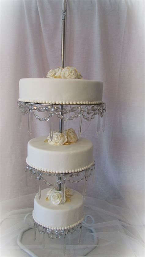 Best 25  Chandelier cake ideas on Pinterest   Chandelier