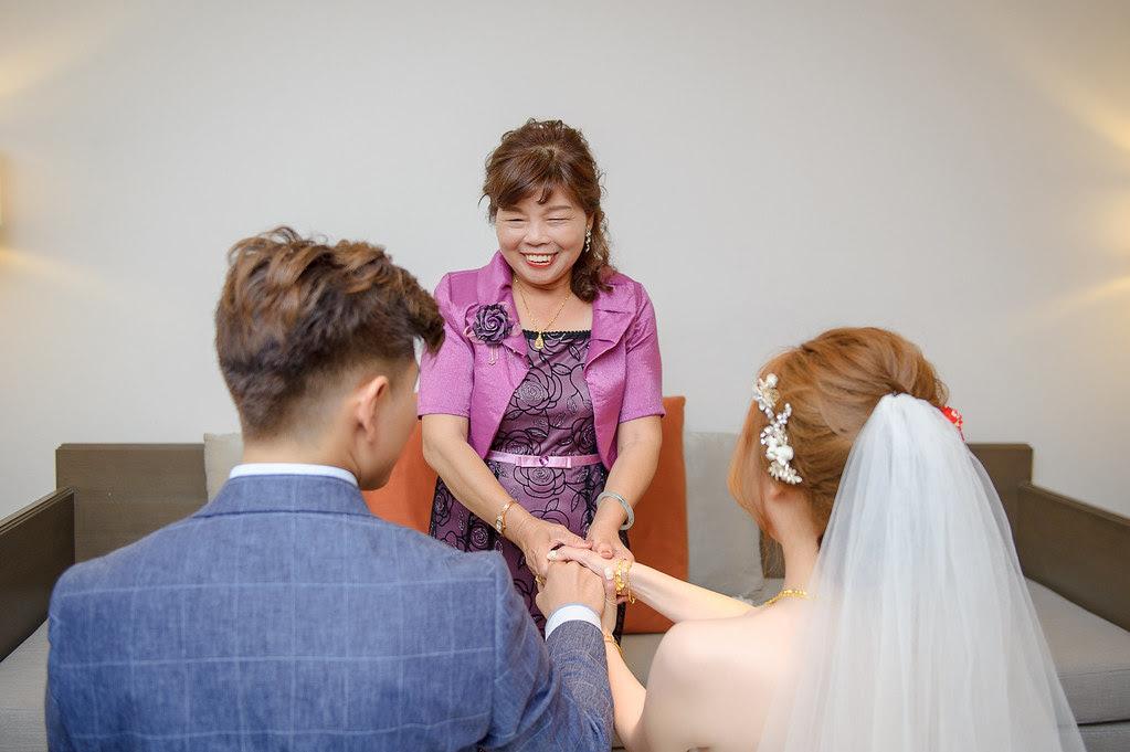 094女方主婚人端坐於廳前