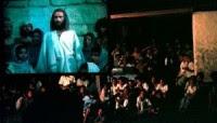"""Exibição do filme """"Jesus"""" em aldeias maias leva centenas de pessoas a se converterem a Cristo"""