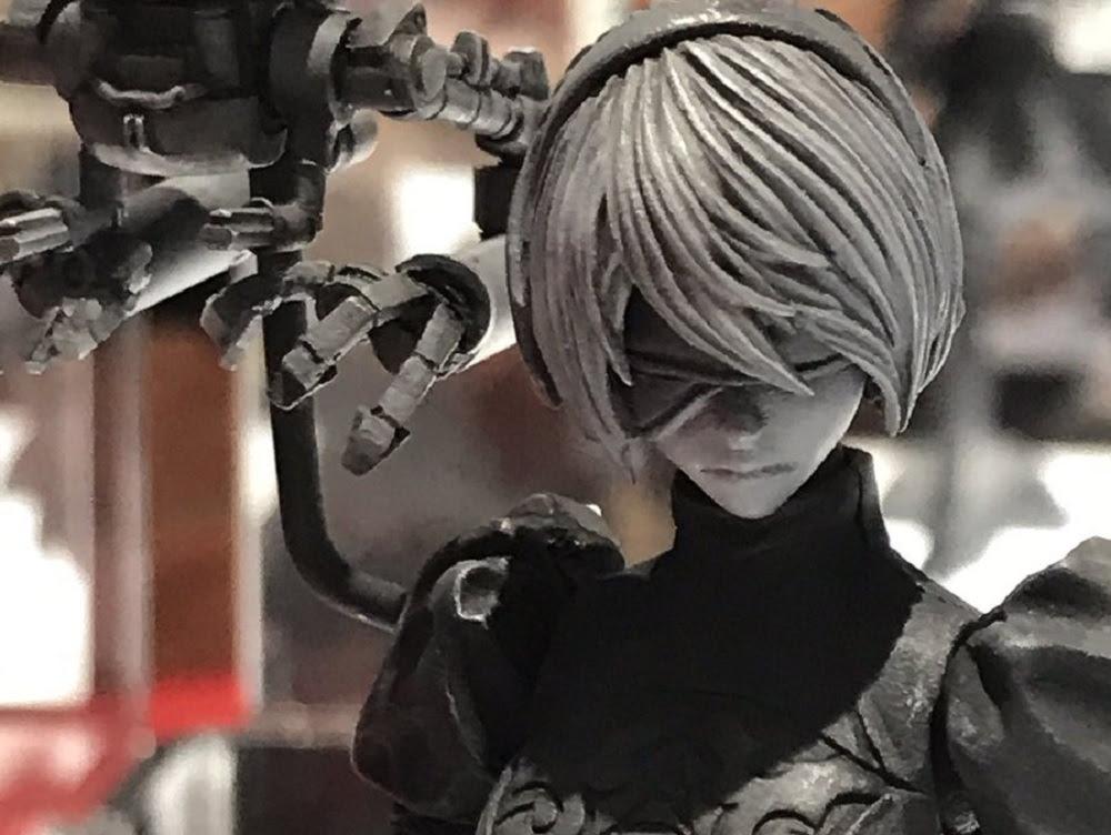 Smart-looking Nier: Automata figures displayed at SDCC screenshot